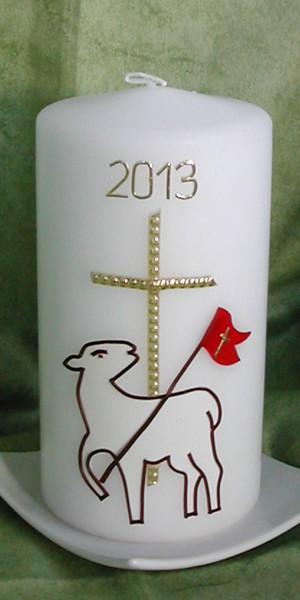 Osterkerze-Lamm-und-Kreuz